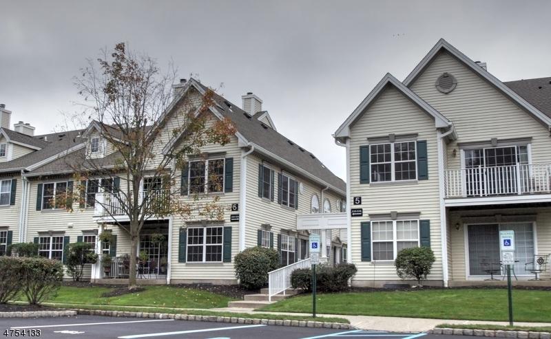 Nhà ở một gia đình vì Bán tại 512 Azalea Ter Branchburg, New Jersey 08876 Hoa Kỳ