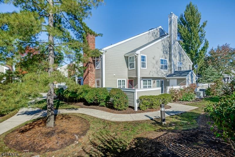 独户住宅 为 销售 在 302 Greenbriar Dr, 8 Union, 新泽西州 07083 美国