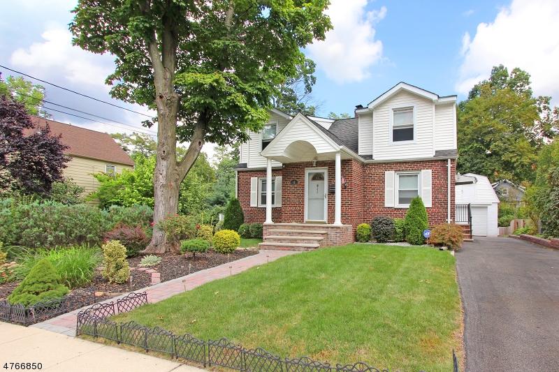 Einfamilienhaus für Verkauf beim 46 Espy Road Caldwell, New Jersey 07006 Vereinigte Staaten