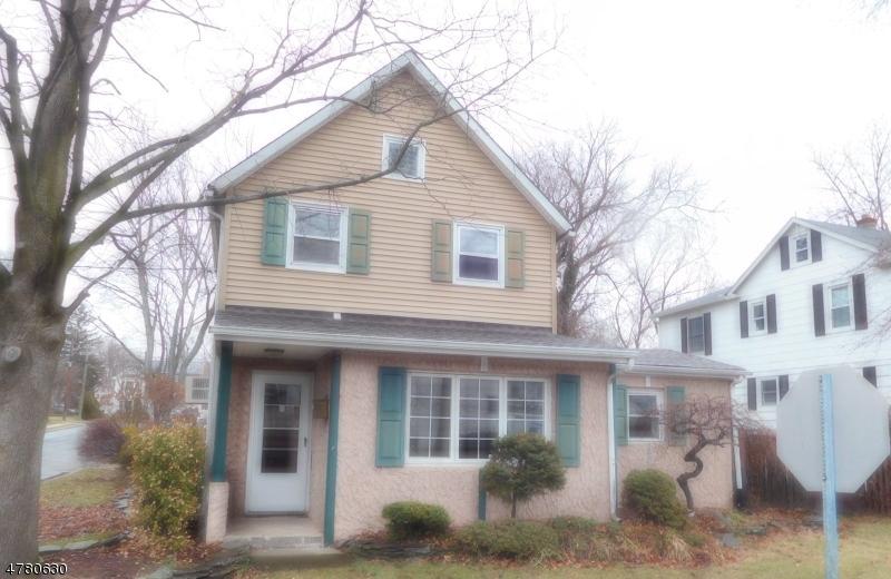 Maison unifamiliale pour l Vente à 90 Lenox Avenue Dumont, New Jersey 07628 États-Unis
