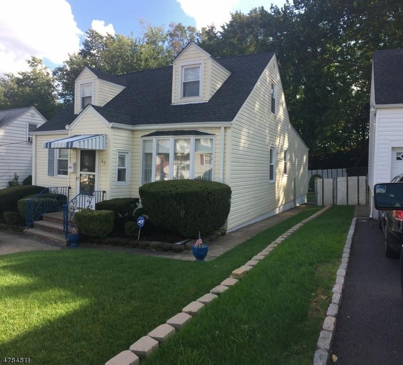 Maison unifamiliale pour l Vente à 45 Noel Drive North Arlington, New Jersey 07031 États-Unis