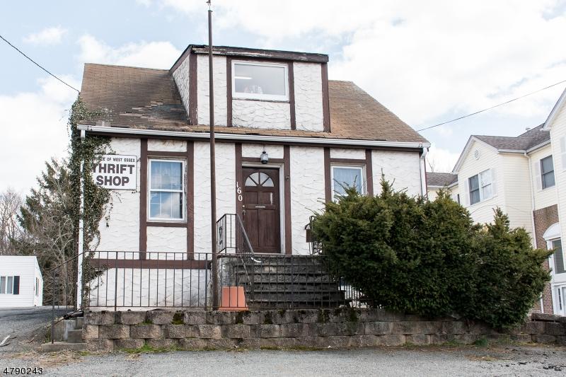 Property 为 销售 在 160 Roseland Avenue Caldwell, 新泽西州 07006 美国