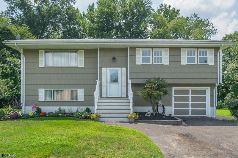 Casa Unifamiliar por un Venta en 22 FOX HILL Road Fairfield, Nueva Jersey 07004 Estados Unidos