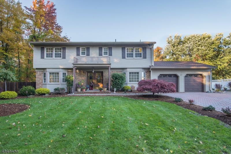 Tek Ailelik Ev için Satış at 67 GLENROY Road Fairfield, New Jersey 07004 Amerika Birleşik Devletleri