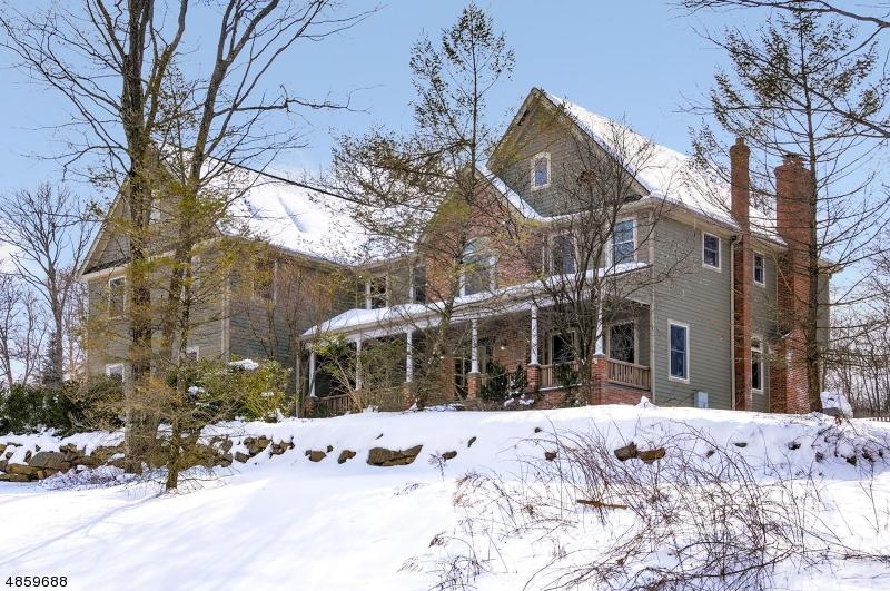 Maison unifamiliale pour l Vente à 8 COUNTRY SIDE Drive Rockaway, New Jersey 07866 États-Unis