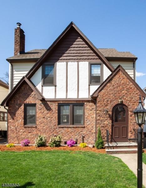Maison unifamiliale pour l Vente à 14 FERNCLIFF Road Bloomfield, New Jersey 07003 États-Unis