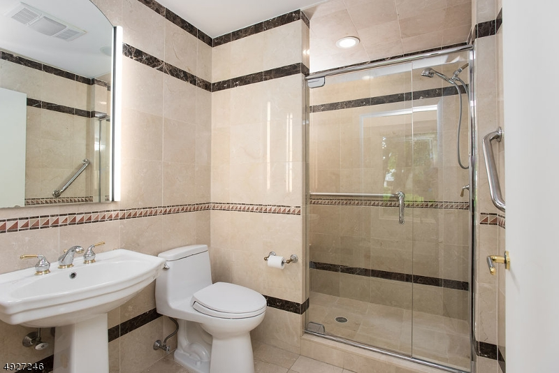 Additional photo for property listing at  Green Brook Township, 新澤西州 08812 美國