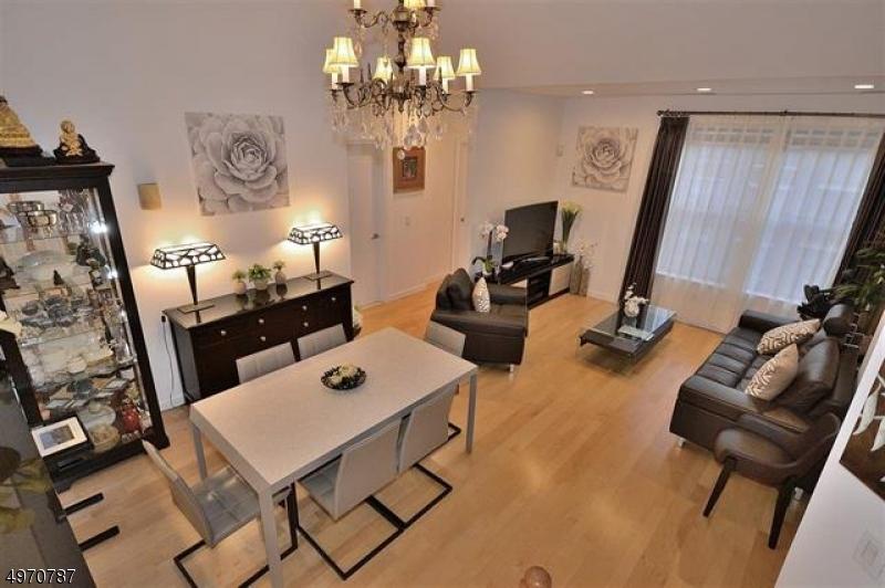 公寓 / 联排别墅 为 销售 在 西纽约, 新泽西州 07093 美国