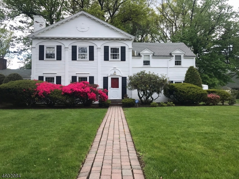 Single Family Homes 为 销售 在 Hillside, 新泽西州 07205 美国