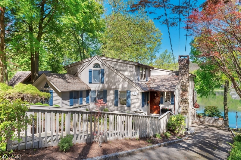 Single Family Homes 为 销售 在 Byram Township, 新泽西州 07871 美国