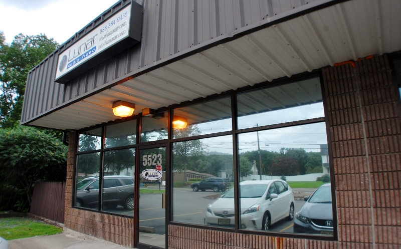 Commercial pour l Vente à 5523 Berkshire Valley Road Oak Ridge, New Jersey 07438 États-Unis