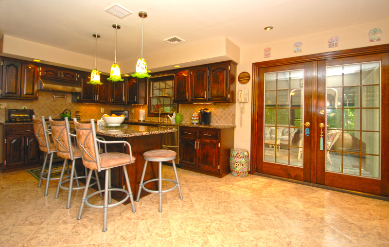 Additional photo for property listing at 21 Theyken Place  Ridgewood, Нью-Джерси 07450 Соединенные Штаты