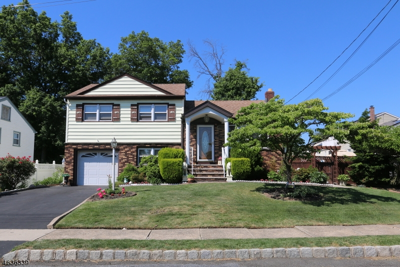 Maison unifamiliale pour l Vente à 1140 Cranbury Road Union, New Jersey 07083 États-Unis