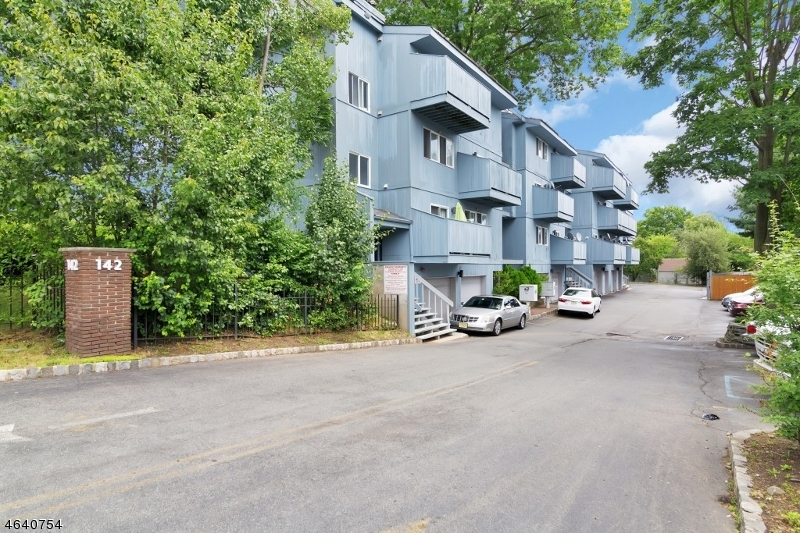 Additional photo for property listing at 142-148 MAIN Avenue  Passaic, New Jersey 07055 États-Unis