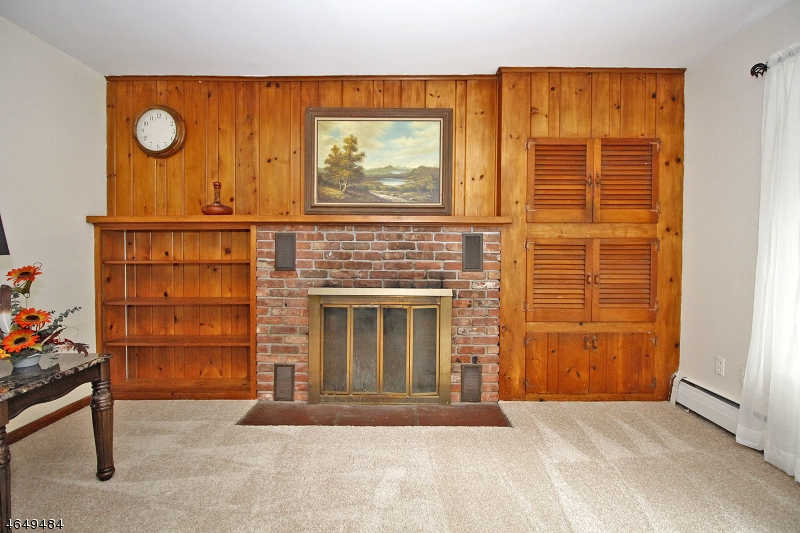 Additional photo for property listing at 81 Hogback Road  Pittstown, 新泽西州 08867 美国