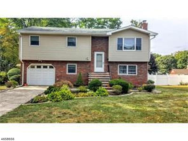 Casa Unifamiliar por un Venta en 44 Hilltop Blvd East Brunswick, Nueva Jersey 08816 Estados Unidos