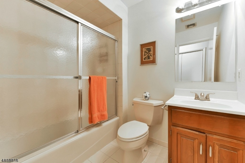 Additional photo for property listing at 77 Adams Ter  Clifton, Nueva Jersey 07013 Estados Unidos