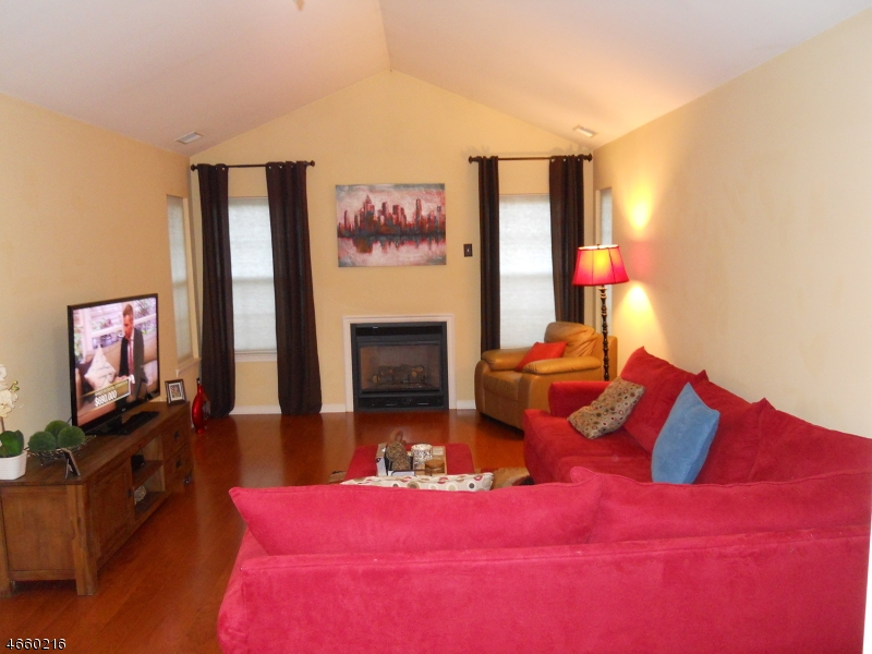 Additional photo for property listing at 260 Bald Eagle Drive  Stewartsville, New Jersey 08886 États-Unis