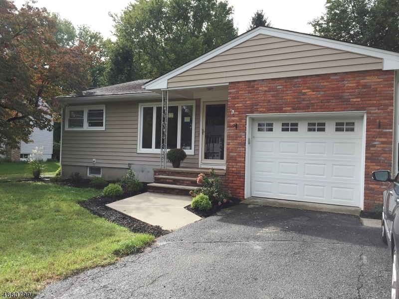 独户住宅 为 销售 在 17 Springdale Garden Road 牛顿, 新泽西州 07860 美国