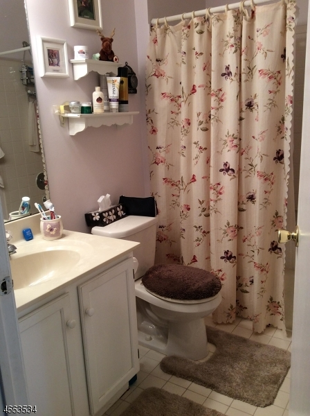 Additional photo for property listing at 404 Porter Way W  Bridgewater, New Jersey 08807 États-Unis