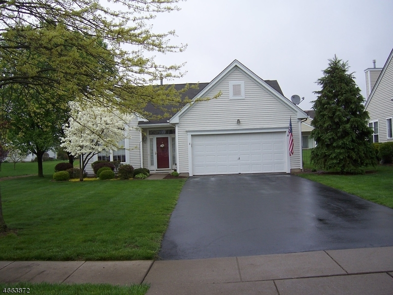 Single Family Home for Sale at 8 Weybourne Lane Belvidere, New Jersey 07823 United States