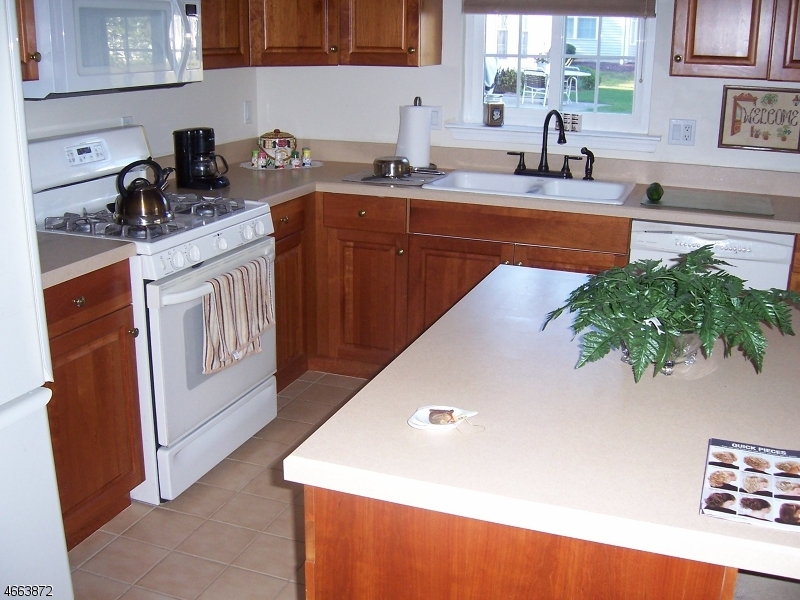 Additional photo for property listing at 8 Weybourne Lane  Belvidere, New Jersey 07823 United States
