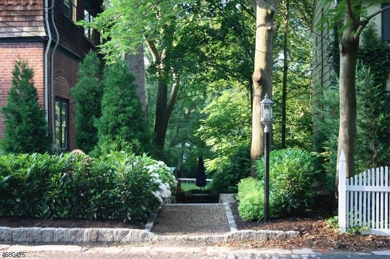 Частный односемейный дом для того Аренда на 128 Hobart Avenue Short Hills, Нью-Джерси 07078 Соединенные Штаты