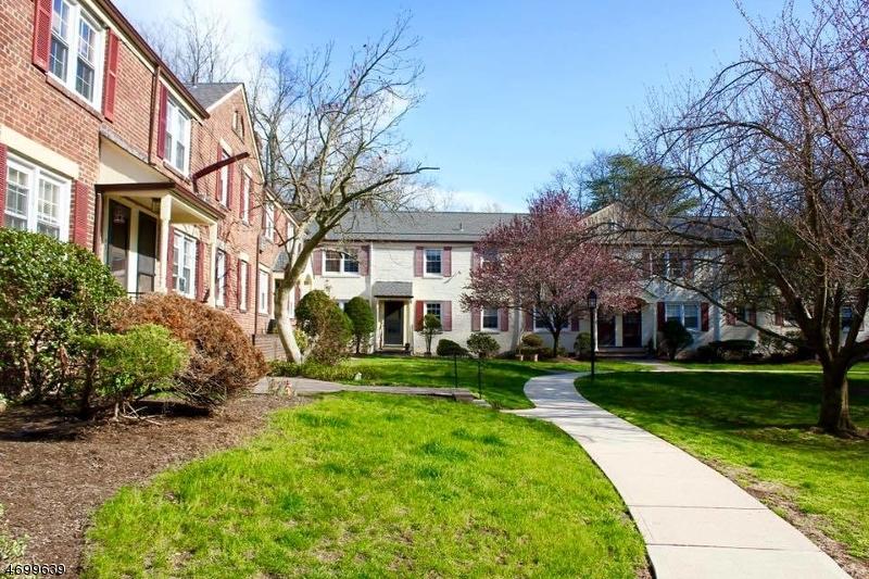 Частный односемейный дом для того Аренда на 417 Lincoln Park E Cranford, 07016 Соединенные Штаты