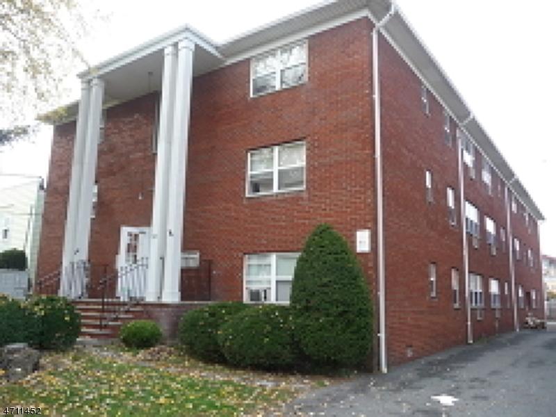 Частный односемейный дом для того Аренда на 729 Washington Avenue Belleville, Нью-Джерси 07109 Соединенные Штаты