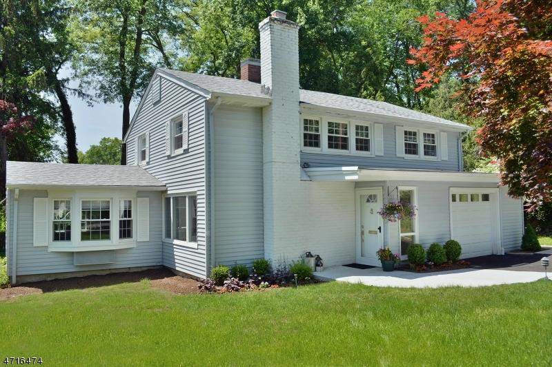 Casa Unifamiliar por un Venta en 38 DONALD Place Waldwick, Nueva Jersey 07463 Estados Unidos