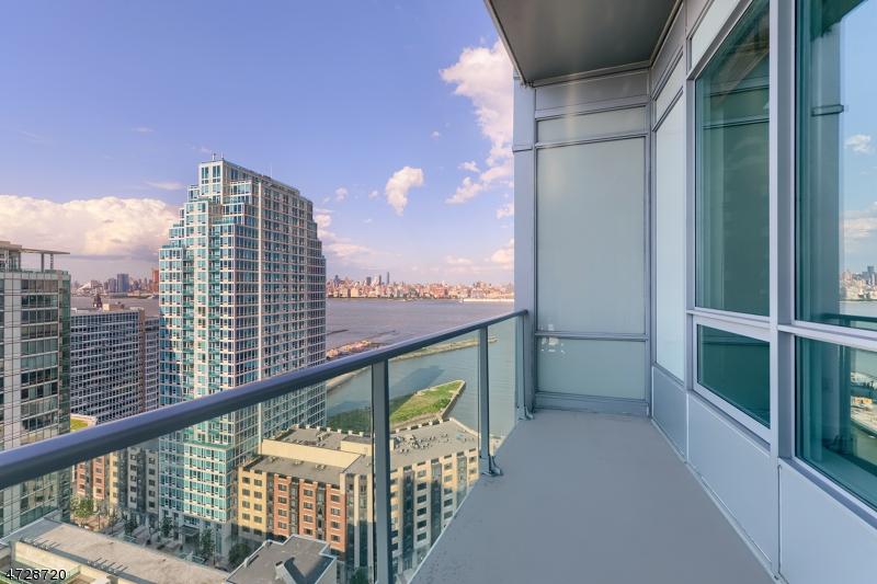 Частный односемейный дом для того Продажа на 20 Newport Pkwy Jersey City, Нью-Джерси 07310 Соединенные Штаты