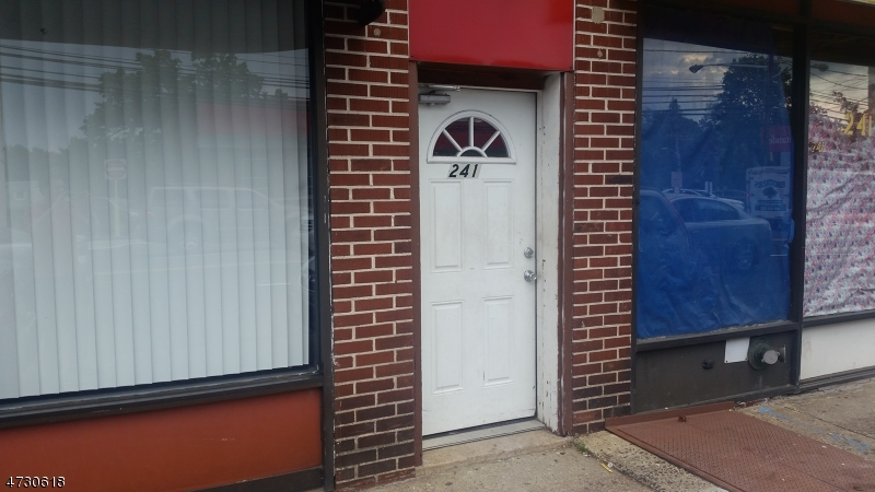 Частный односемейный дом для того Аренда на 241 W Saint Georges Linden, Нью-Джерси 07036 Соединенные Штаты