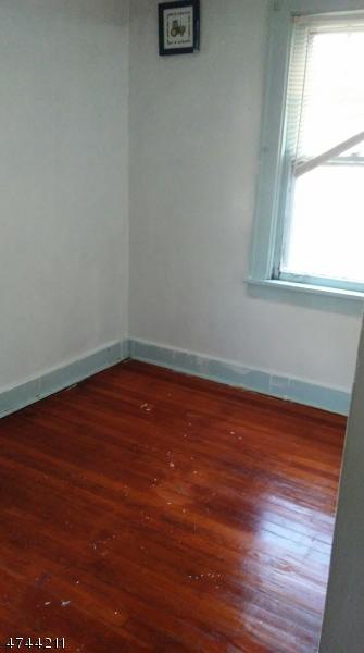 Частный односемейный дом для того Аренда на 306 E 1st Avenue Roselle, Нью-Джерси 07203 Соединенные Штаты
