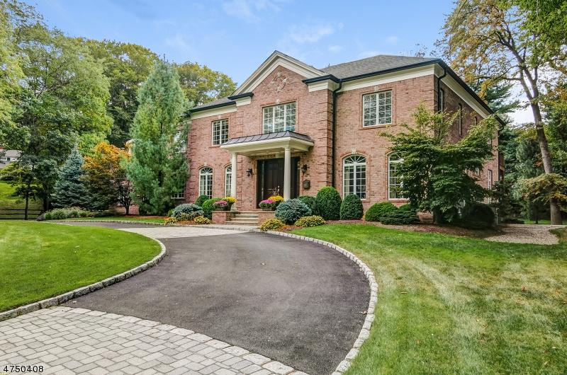 Maison unifamiliale pour l Vente à 12 Shirlawn Drive Millburn, New Jersey 07078 États-Unis