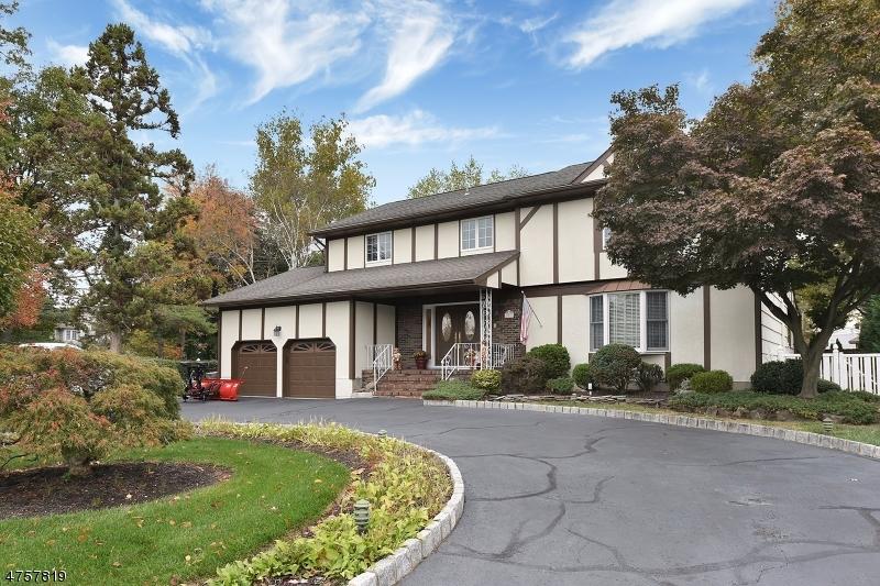 Casa Unifamiliar por un Venta en 1 Mayfair Drive Fairfield, Nueva Jersey 07004 Estados Unidos