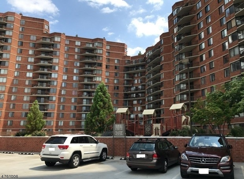Single Family Home for Sale at 513 Harmon Cove Tower Secaucus, New Jersey 07094 United States