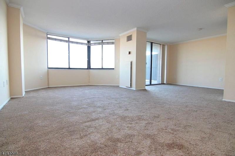 Частный односемейный дом для того Продажа на 513 Harmon Cove Tower Secaucus, Нью-Джерси 07094 Соединенные Штаты