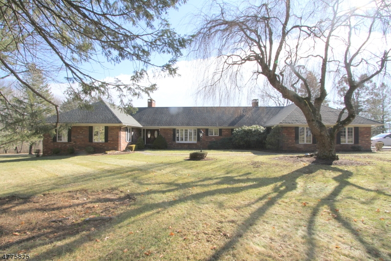 Частный односемейный дом для того Продажа на 381 Ridge Road Fredon, Нью-Джерси 07860 Соединенные Штаты