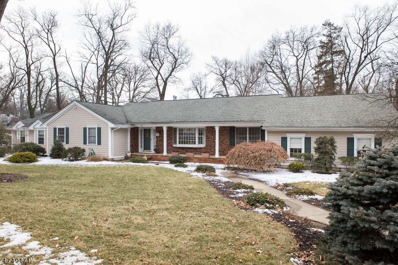 Casa para uma família para Venda às 5 Bradley Court Essex Fells, Nova Jersey 07021 Estados Unidos