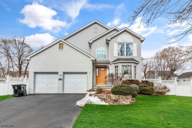 独户住宅 为 销售 在 758 Pascack Road 帕拉默斯, 新泽西州 07652 美国
