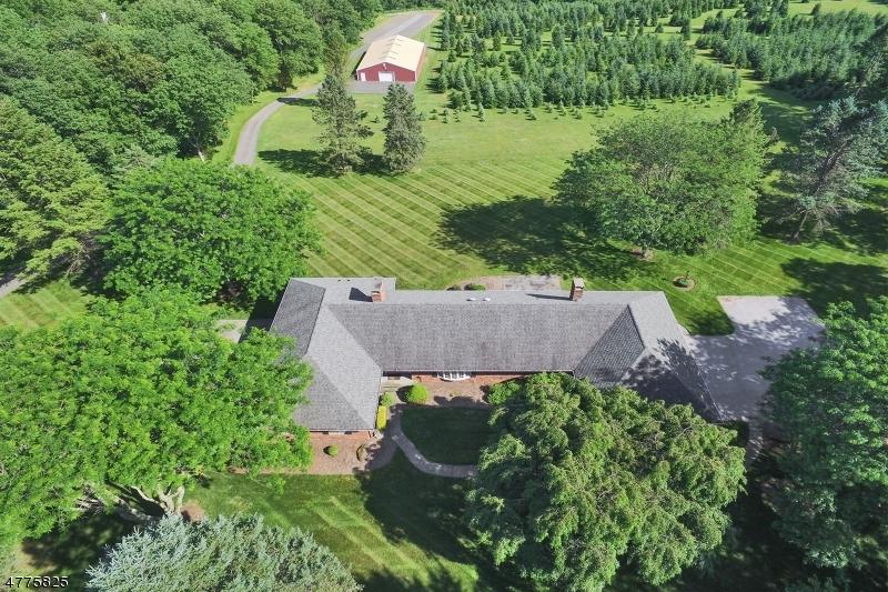 Maison unifamiliale pour l Vente à 381 Ridge Road Fredon, New Jersey 07860 États-Unis