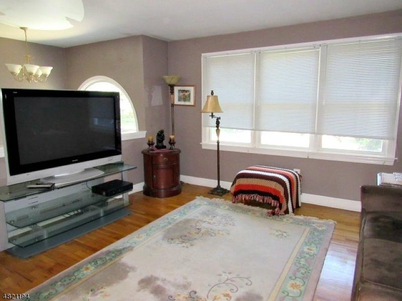 Property por un Venta en 30 BUCKELEY HILL Drive Lopatcong, Nueva Jersey 08865 Estados Unidos