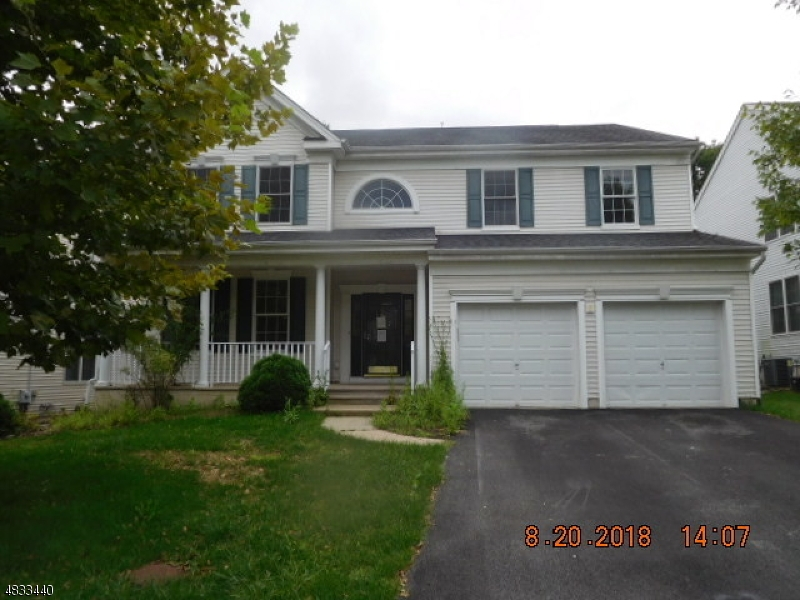 Maison unifamiliale pour l Vente à 12 HELMS MILL Road Hackettstown, New Jersey 07840 États-Unis