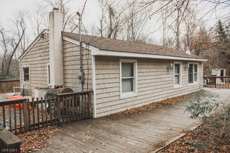 Property 为 销售 在 84 WAYSIDE Road 西米尔福德, 新泽西州 07421 美国