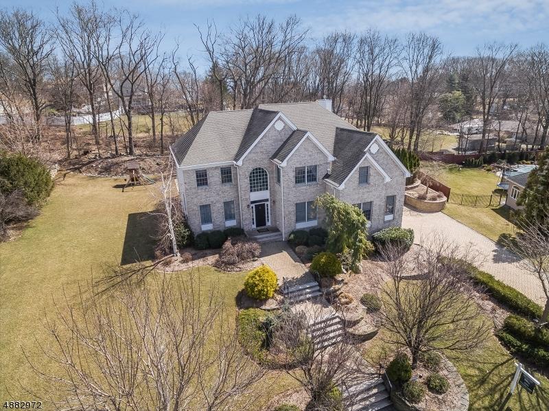 Частный односемейный дом для того Продажа на 11 BRIARWOOD WAY North Haledon, Нью-Джерси 07508 Соединенные Штаты