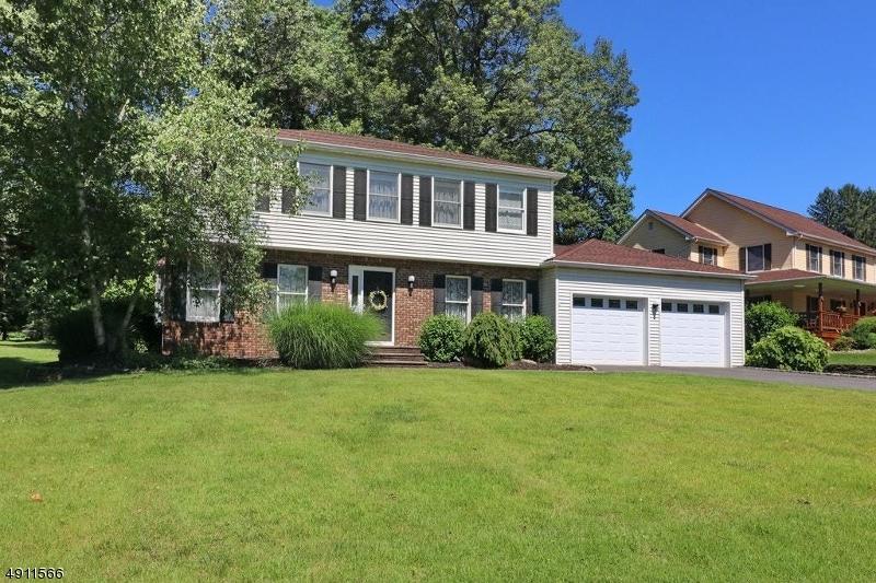 Single Family Homes para Venda às Parsippany, Nova Jersey 07878 Estados Unidos