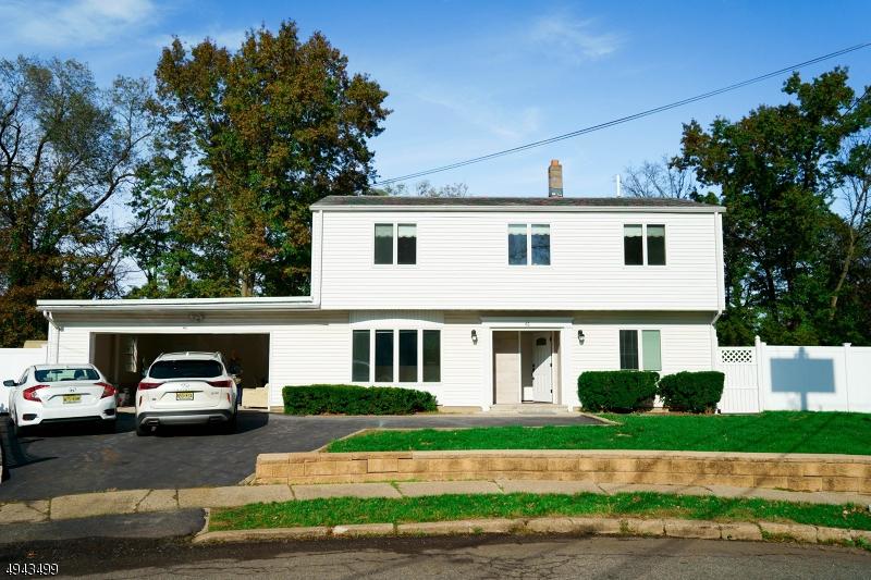 Single Family Homes für Verkauf beim Woodbridge, New Jersey 07001 Vereinigte Staaten