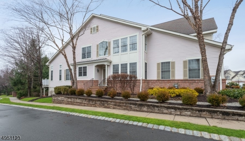 Condo / Townhouse for Sale at Fairfield, New Jersey 07004 United States