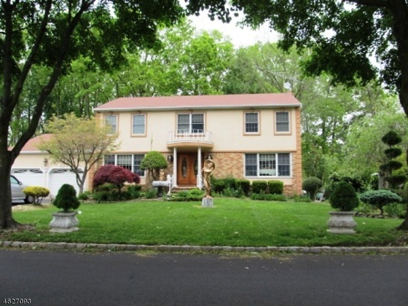 Частный односемейный дом для того Продажа на 9 Tilden Drive East Hanover, 07936 Соединенные Штаты
