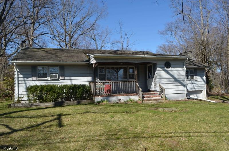 Maison unifamiliale pour l Vente à 11 Gold Lane Oak Ridge, New Jersey 07438 États-Unis
